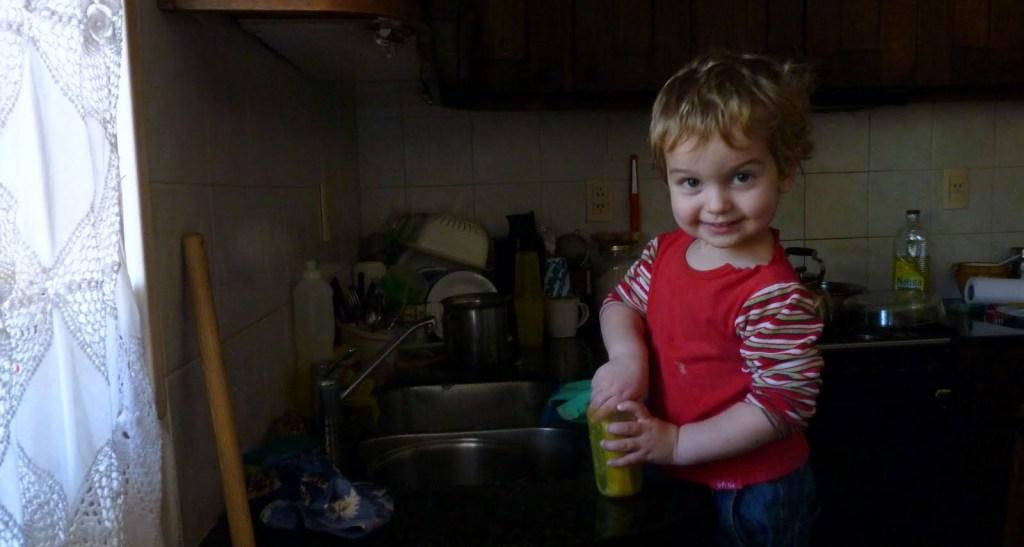 El lavaplatos más feliz de la ciudad, construyendo la autonomía en niños pequeños