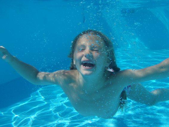 volando bajo el agua
